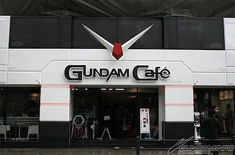 L'ingresso del Gundam Café...mio...dio....